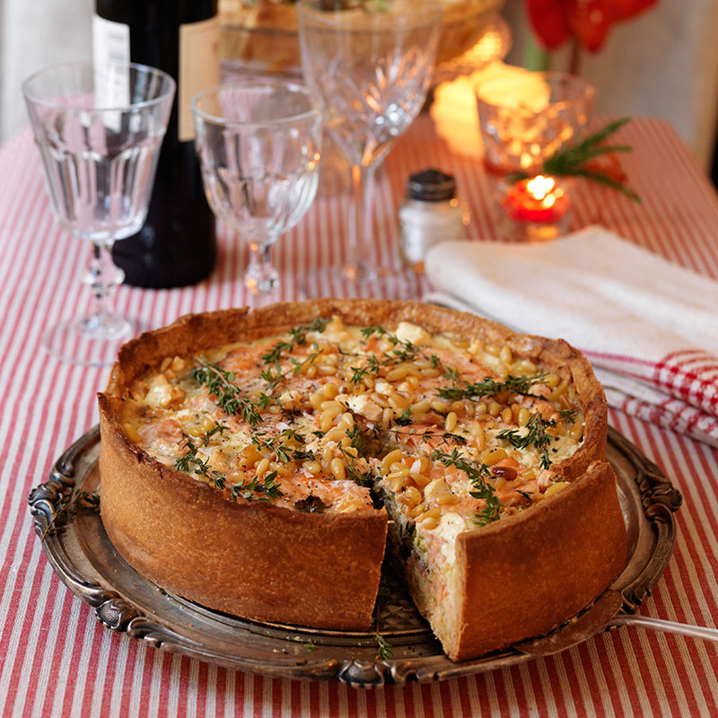 Julpaj med lax, spenat och fetaost