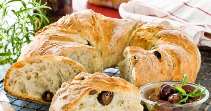bröd med oliver och rosmarin