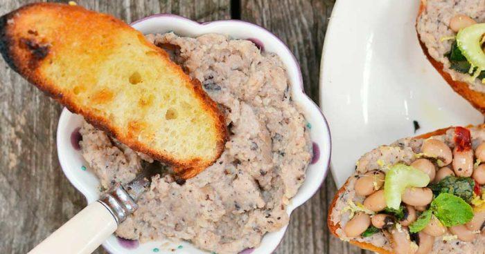 Bruschetta med vit bönkräm och dill