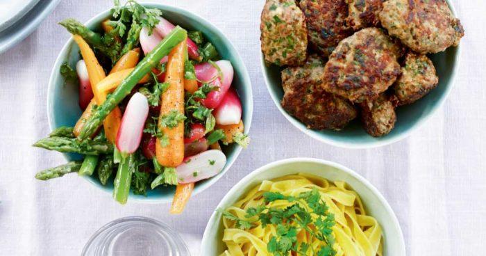 Köttbullar och ångkokta sommargrönsaker