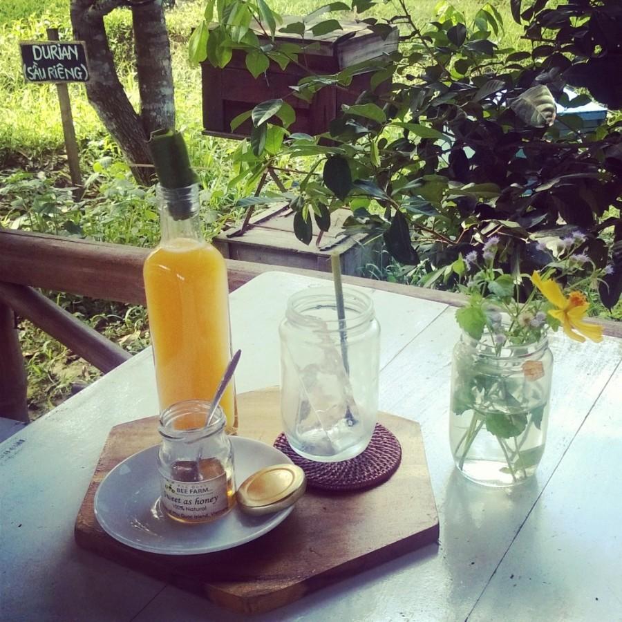 Färskpressad apelsinjuice med honung från Phu Quoc Bee Farm