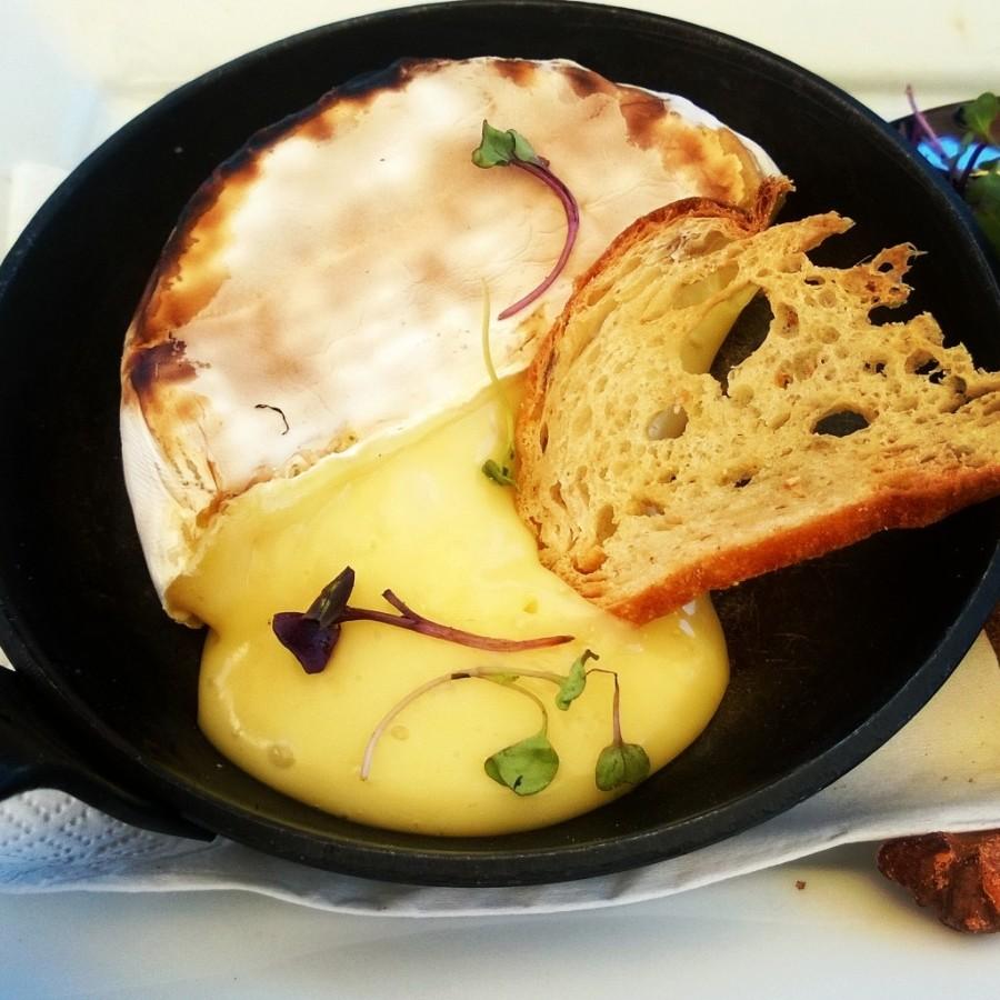 Camembert i gjutjärnspanna
