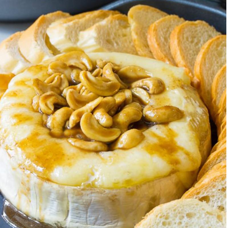 Brietårta med cashewnötter och Bourbonglaze. Foto: A Spicy Perspective