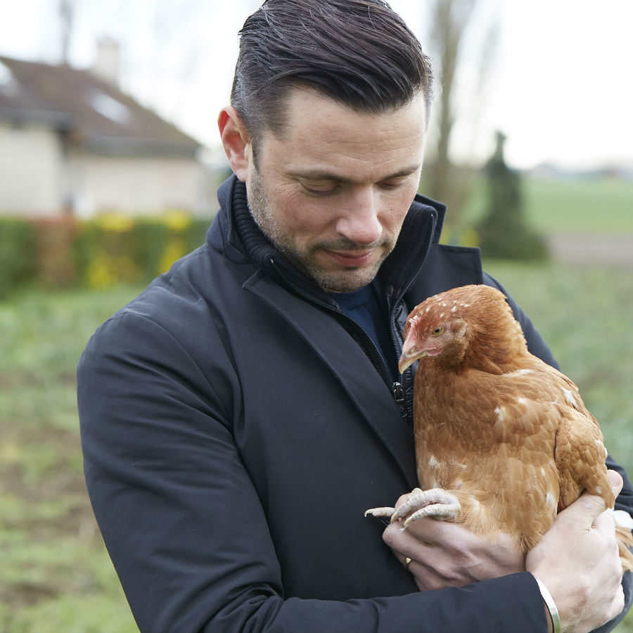 Danyel Couet och den glada kycklingen från La Belle de France