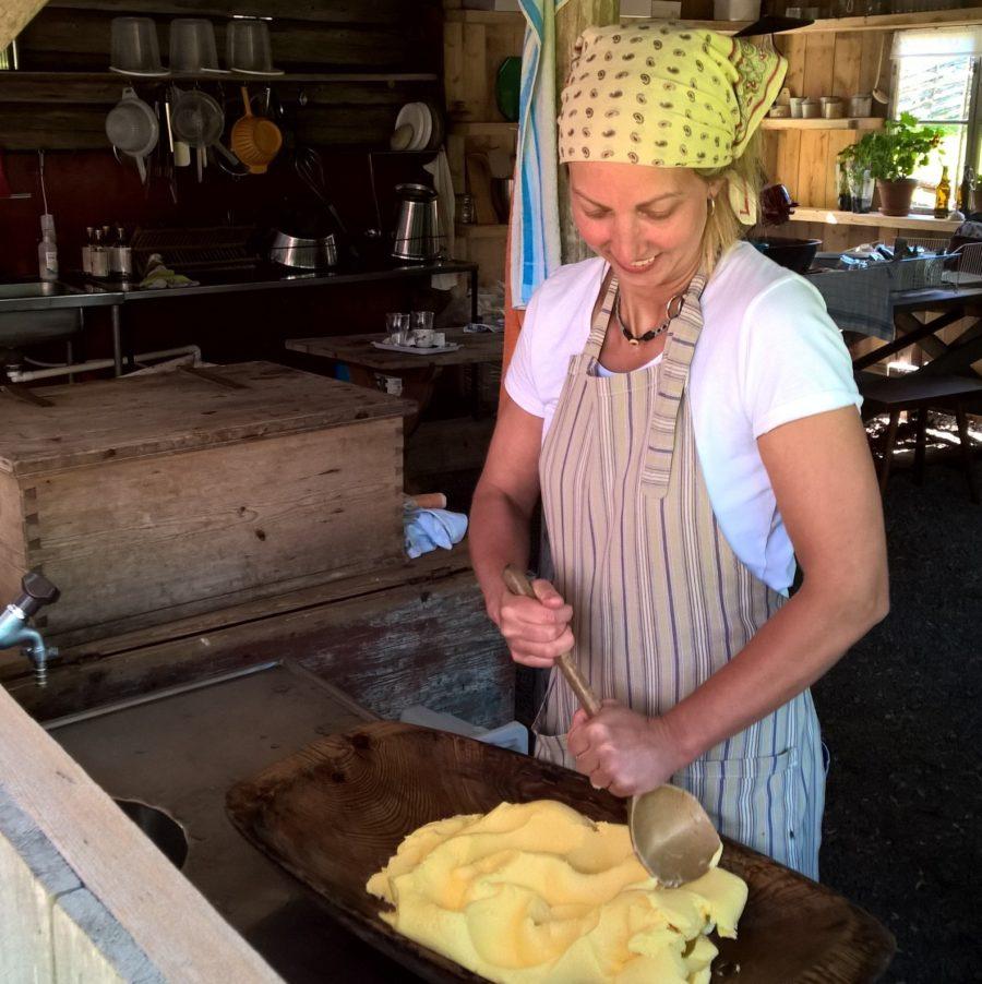 Tin på Karl Tövåsens fäbod kärnar gudomligt smör.