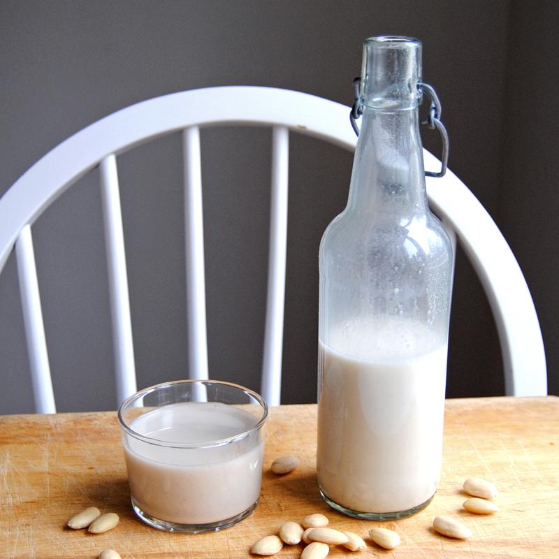 Egen mandelmjölk. Foto och recept: Sofia Henriksson.