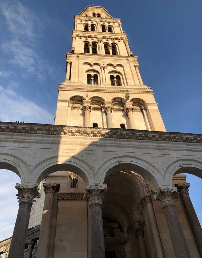 180 steg och du är uppe i tornet i katedralen bjuds på en fantastisk utsikt över Split.
