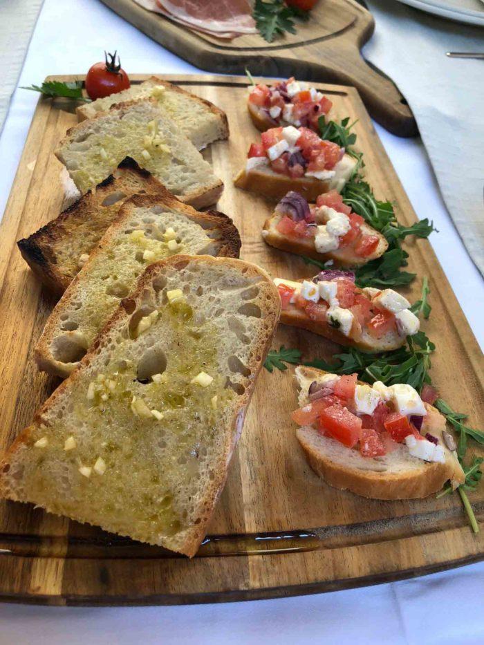 Bruschetta en av aptitretarna på Calebotta, i Trogir, där maten tydligt är influerad av det italienska köket.
